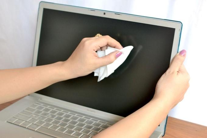 Tips Membersihkan Layar LCD dengan benar