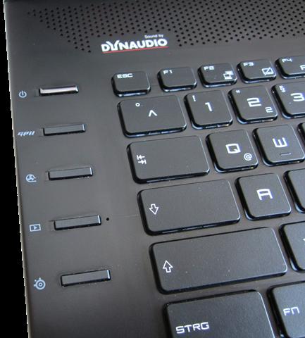Special keys berukuran minim, seringkali harus mebagi focus saat bermain game.