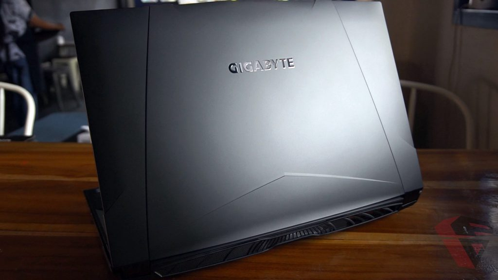 Review Gigabyte Sabre 15 P45W002