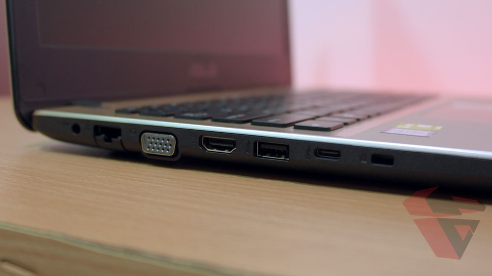 Review Asus A442UQ Right IO