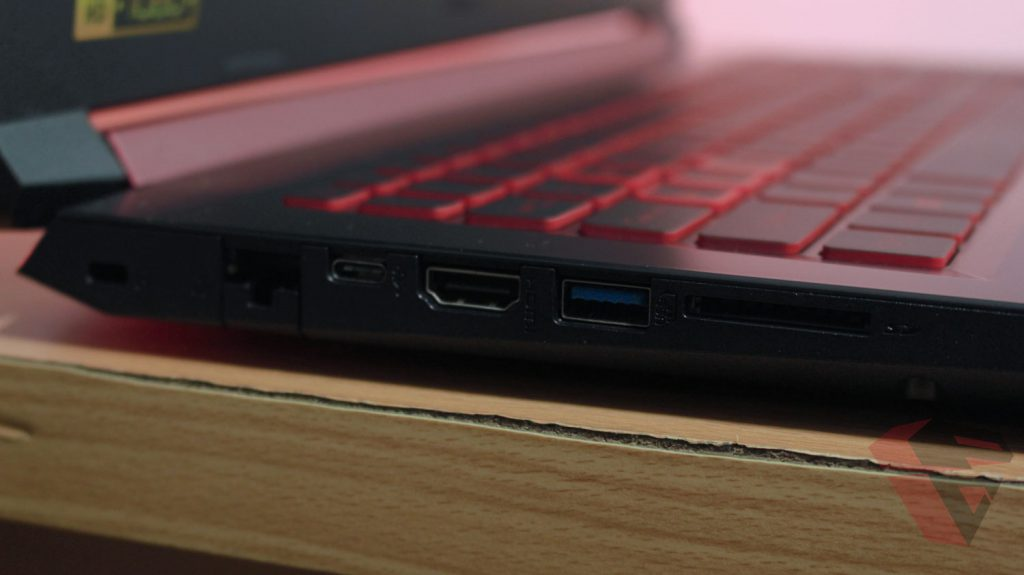 Review Acer Nitro 5 - Left